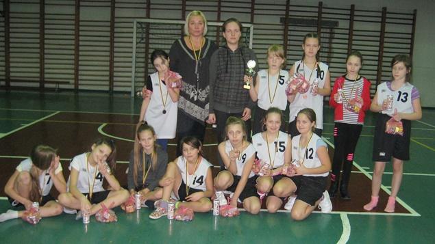 Jaunosios krepšininkės prisiminė trenerį