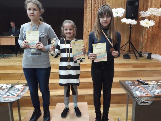 Sėkmingas jaunųjų šaškininkių pasirodymas